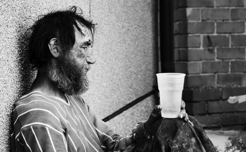 В «Ангаре спасения» открыли прием зимних вещей для бездомных